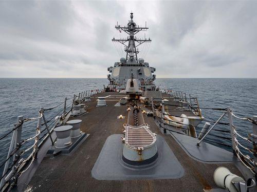 台湾海峡を通過する米ミサイル駆逐艦「マッキャンベル」=米太平洋艦隊のフェイスブックから