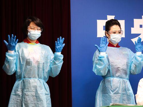 """新型コロナウイルス感染リスク軽減のため、台湾の客室乗務員は4月から""""完全防備""""で仕事"""