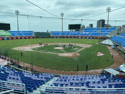 12日の桃園球場。試合は天候のため中止となった