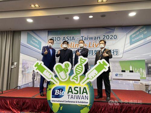 「亜洲生技大会」準備委員会の李鍾煕主席(右2)