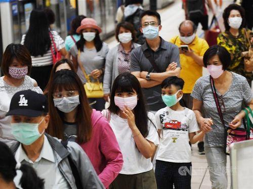 マスク姿の市民たち