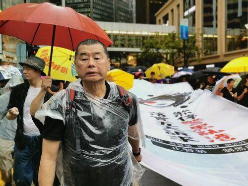 香港の反中デモに参加する黎氏(左手前)=2019年8月18日撮影
