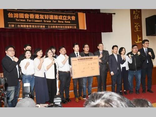29日の立法院では、中国を非難する共同声明が発表されたほか、与野党の一部議員による「台湾国会香港友好連線」も発足した