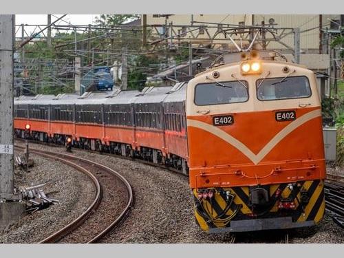 今年2月に運行が始まった観光列車「鳴日号」=台鉄のフェイスブックから