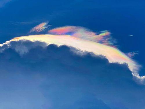 宜蘭の空に現れた虹色の光=陳碧琳さん提供