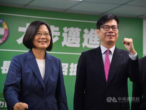 蔡総統(左)と陳行政院副院長