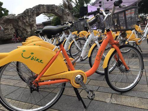 YouBikeの自転車(手前)と車体が白いYouBike2.0の自転車