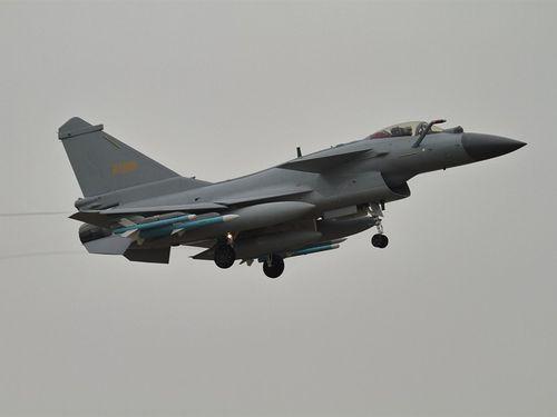 中国軍の戦闘機「殲10」=ウィキメディアコモンズから、作者Alert5,CC BY-SA 4.0