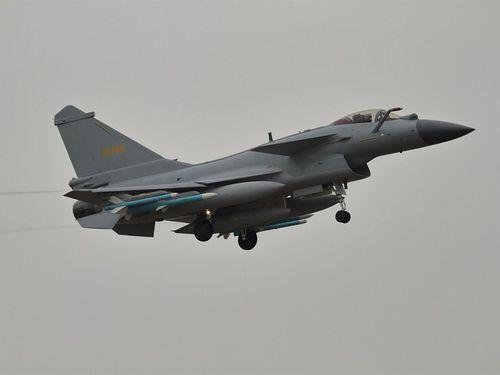 中国軍機、台湾空域に繰り返し侵入。写真は中国軍の殲10戦闘機=ウィキメディアコモンズから、作者Alert5,CC BY-SA 4.0