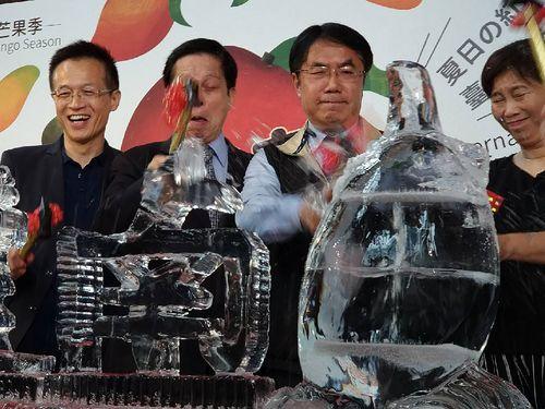台南市の黄市長(右から2人目)