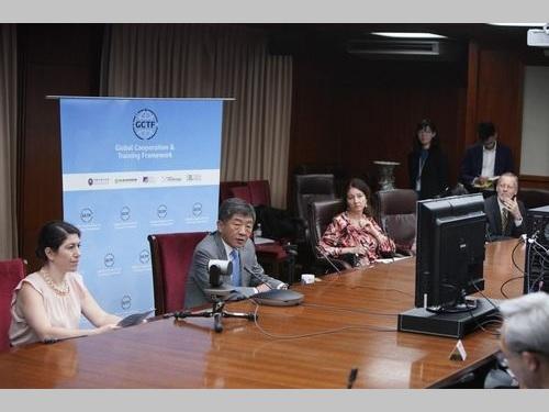 ワークショップに参加した陳衛生福利部長(左から2人目)=外交部提供