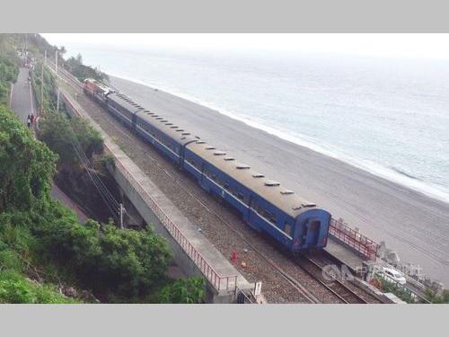 憂さ晴らし列車と呼ばれる藍皮普快車