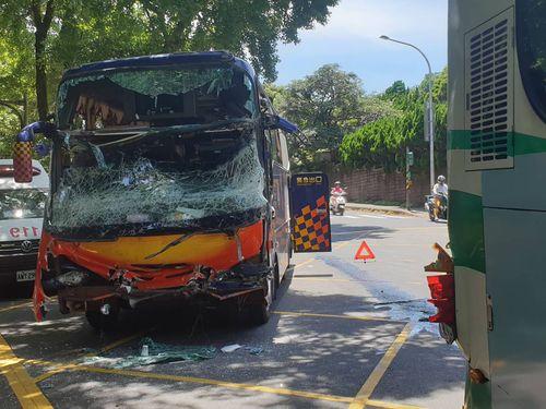 台北の景勝地で大型バス同士が追突 24人重軽傷/台湾   社会   中央社 ...