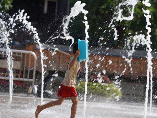 台北など9県市、36度以上に達する見込み 気象局が注意喚起