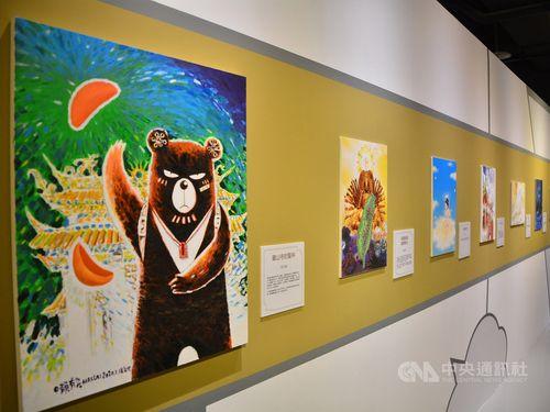 特別展「遇見神佛9号」の会場の一角。左端は台湾の漫画家、頼有賢さんの作品