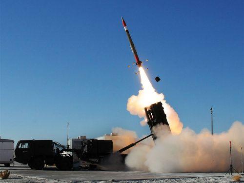 発射瞬間のパトリオットミサイル=米陸軍のウェブサイトから
