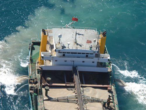 海巡署によって拿捕された中国の海砂採取船「海航5679」=同署提供