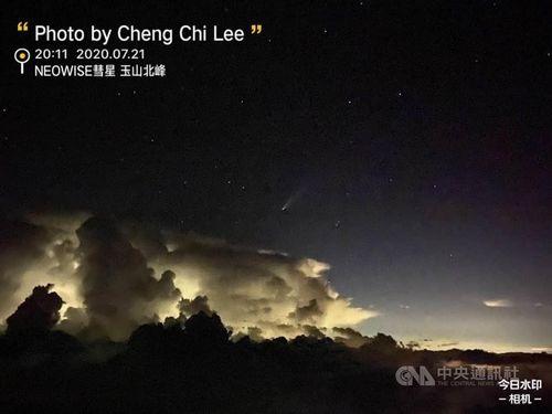 雷雲とほうき星を捉えた写真=李正紀さん提供