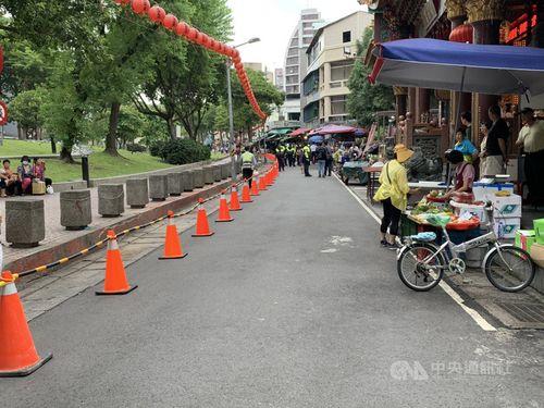 改修工事が始まった台北メトロ(MRT)双連駅付近の公園=台北市市場処提供