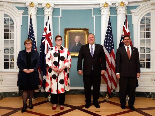 左からオーストラリアのレイノルズ国防相、ペイン外相、米国のポンペオ国務長官、エスパー国防長官=ペイン氏のツイッターから
