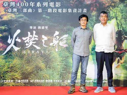 ウェイ・ダーション監督(左)と「台湾三部曲」美術担当の花谷秀文さん=米倉影業提供