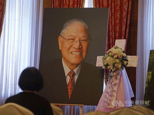 台北賓館内に設けられている、李氏に祈りをささげるエリア