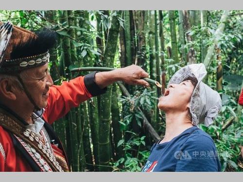 一味違った阿里山観光 先住民ツォウ族の人々と触れ合うツアー=阿里山国家風景区管理処提供