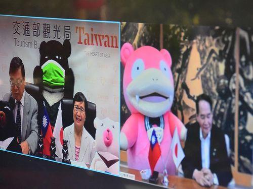 リモート会談を行う(左から)張観光局長、葉台湾観光協会会長、浜田香川県知事=同局のウェブサイトから