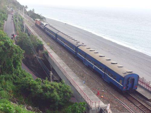 台湾鉄道の名物列車「藍皮普快車」=資料写真