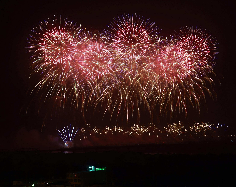 国慶節を祝う花火大会=2019年、屏東県