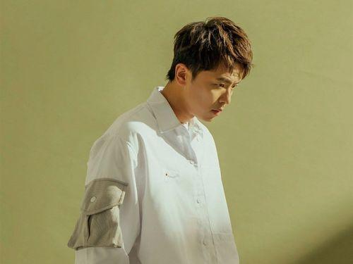 「小鬼」(シャオグェイ)の愛称で親しまれる歌手で俳優のエイリアン・ホアン(黄鴻升、ホアン・ホンシェン)さん=本人のフェイスブックから