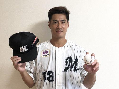 ロッテに入籍する台湾のチェン・ウェイン投手=千葉ロッテマリーンズのツイッターより