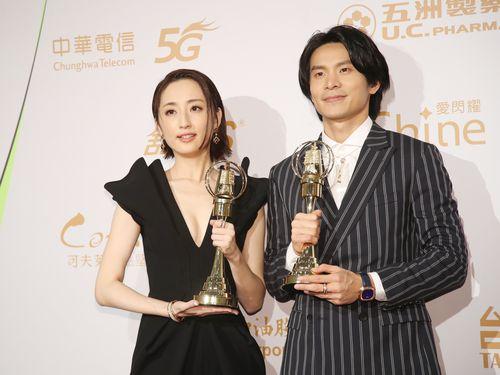 ゴールデン・ベル・アワードの連続ドラマ部門で主演男・女優賞をそれぞれ受賞したヤオ・チュンヤオ(右)とアリス・クー