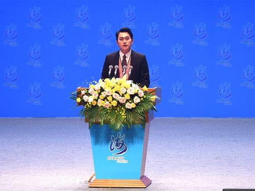 アモイ開催の海峡フォーラムで「私は中国人」と発言したアミ族出身の男性=中新社提供