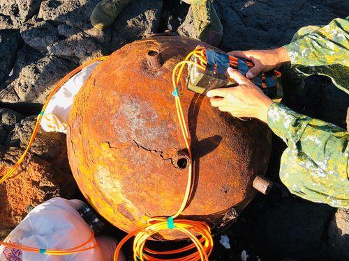 澎湖諸島の無人島で見つかった機雷=澎防部提供
