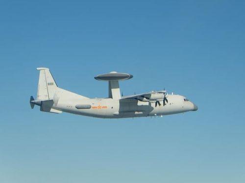 中国軍のKJ500早期警戒機=国防部提供