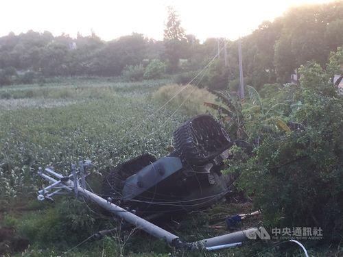 道路脇の畑に転落したM41A3軽戦車