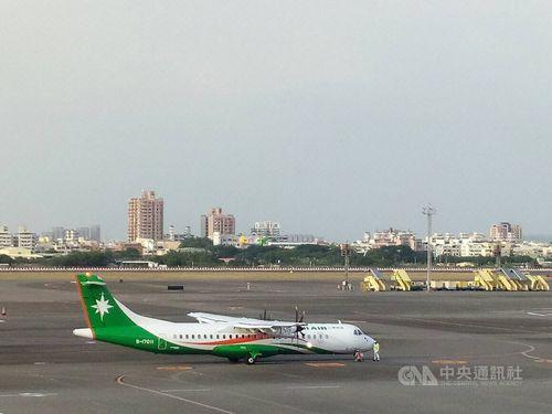 ユニー(立栄)航空の双発プロペラ機ATR72-600=資料写真、読者提供