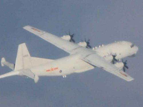 中国軍のY8対潜哨戒機