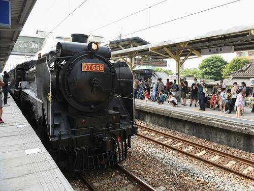 蒸気機関車DT668=台南市政府提供