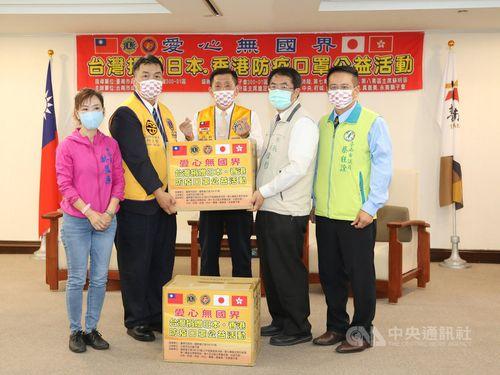 黄偉哲台南市長(右から2人目)=同市政府提供
