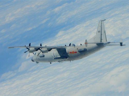 中国軍のY8情報収集機=国防部提供