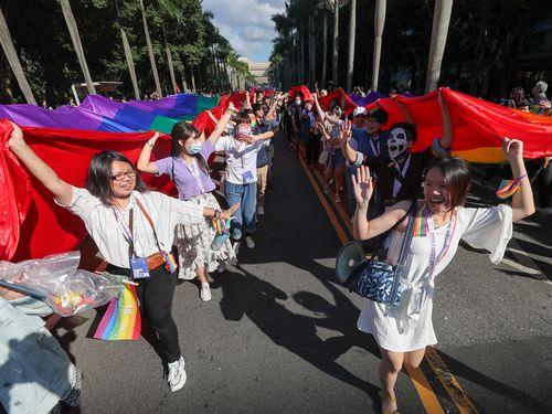 台湾LGBTプライド コロナ下でも約13万人が参加