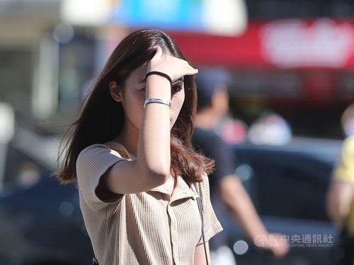 台湾各地で秋晴れ 最高気温が約30度