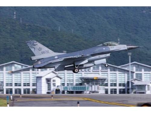 不明のF16戦闘機=資料写真、軍聞社提供