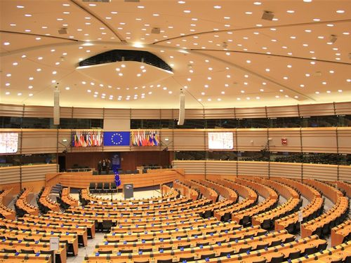 欧州議会の議場=同議会のウェブサイトから
