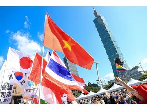 台北で10月末行われたプライドパレードの様子