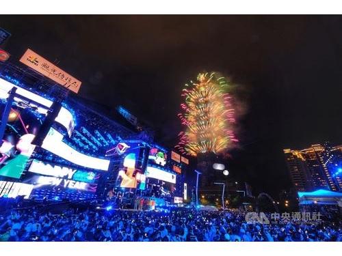 2021年の到来を告げる台北101の花火