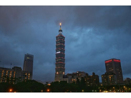 日本台湾交流協会は今月23日夜、台北のランドマーク「台北101」に日台友情を表すメッセージを映し出す(中央社資料写真)