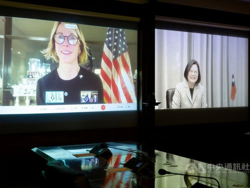 オンライン対談した蔡総統(右)とクラフト米国連大使=総統府提供